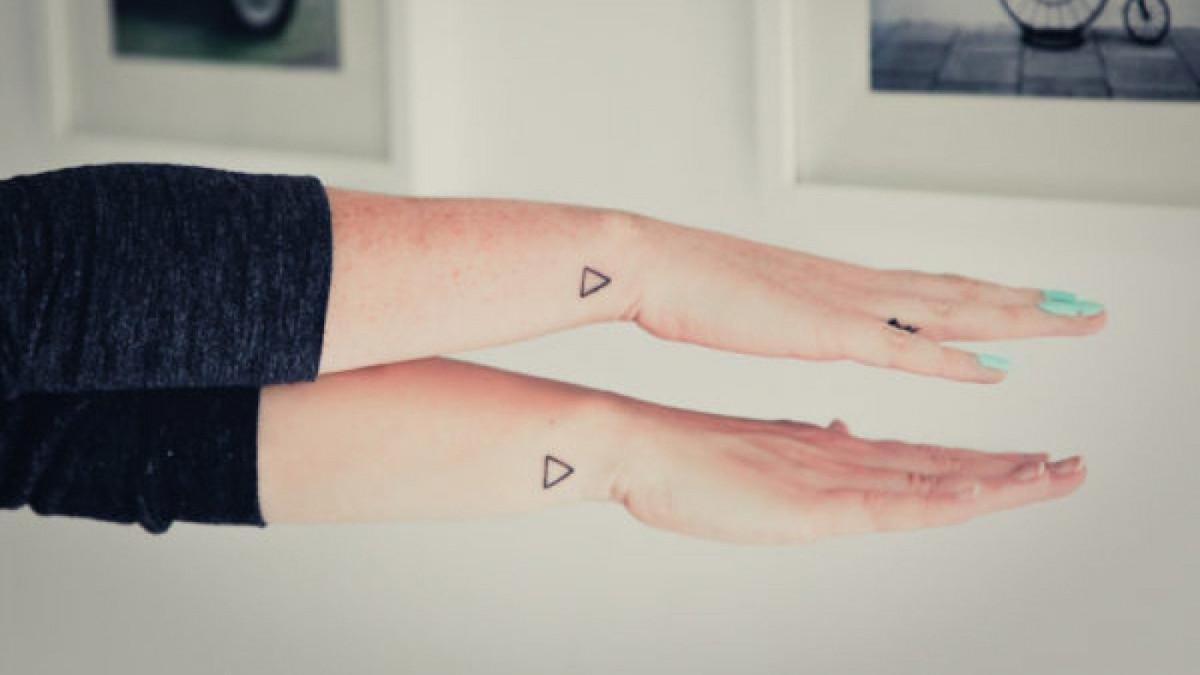 21 Tatuajes Pequenos Para Mujeres Y Su Significado