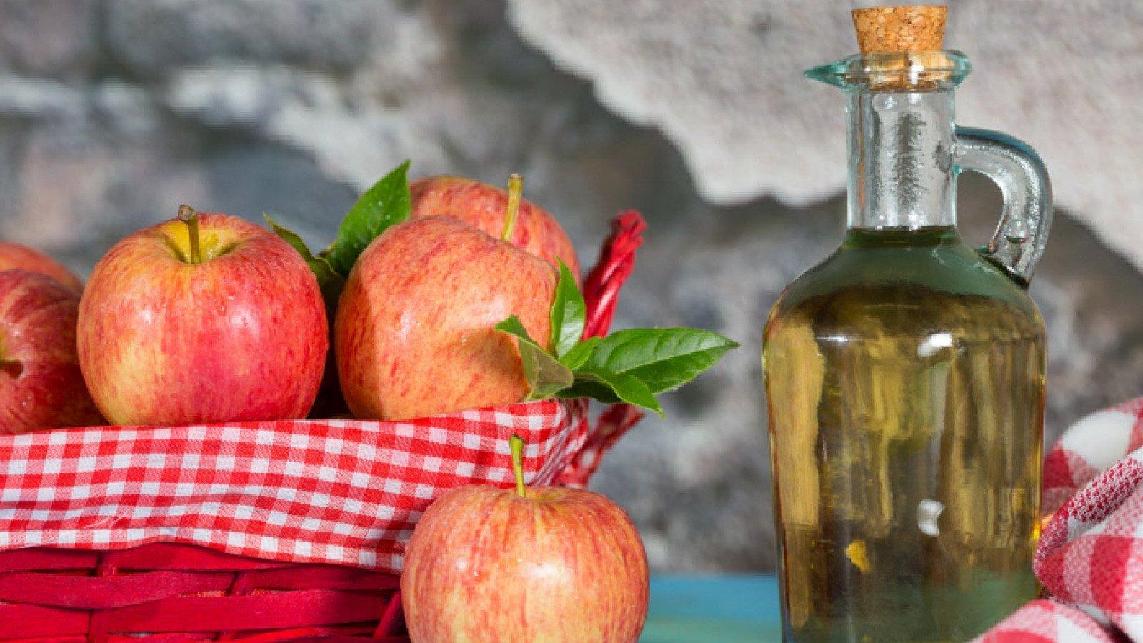 El vinagre de manzana es un producto natural con muchos beneficios saludables.