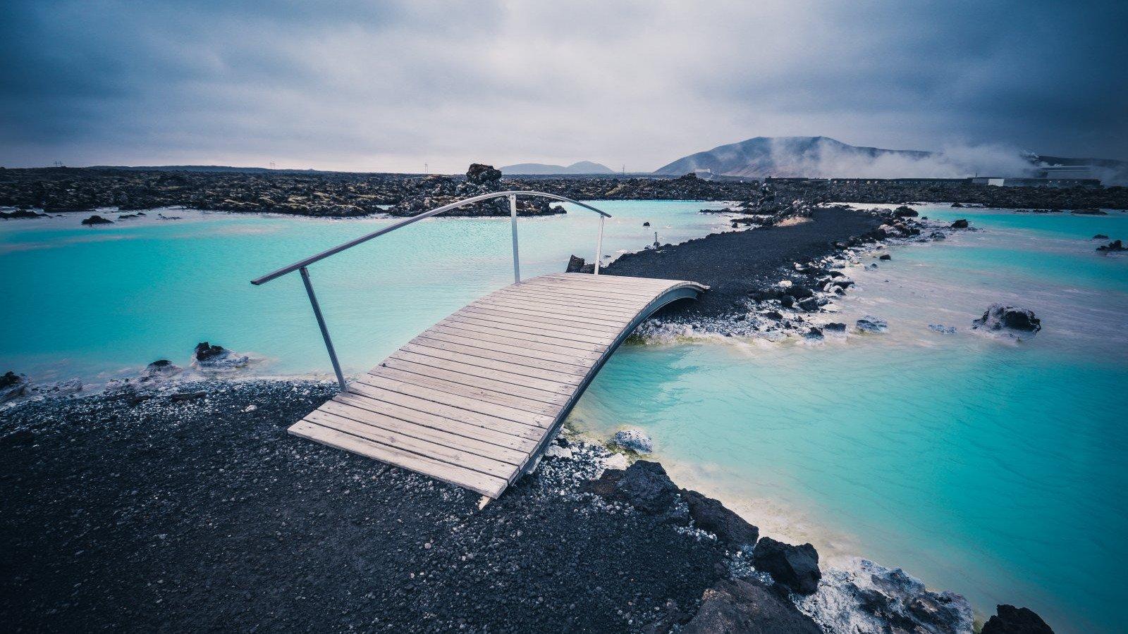 El balneario geotermal de la Laguna Azul en Islandia.