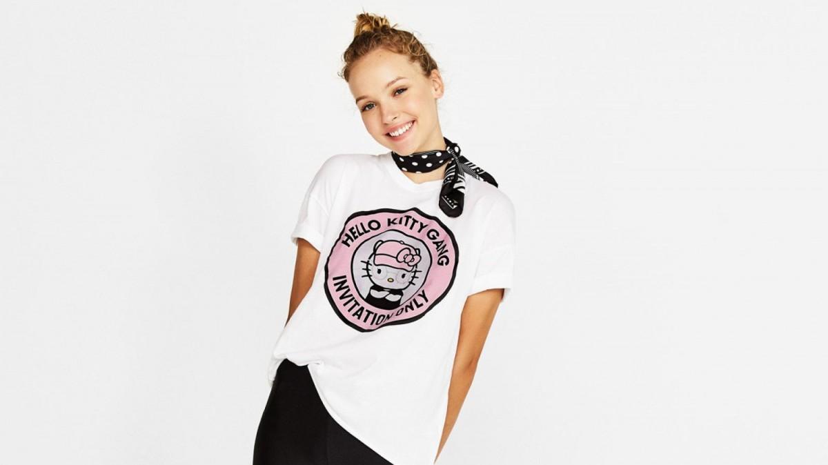 Camiseta algodón orgánico Hello Kitty de Bershka, por 15,99 euros