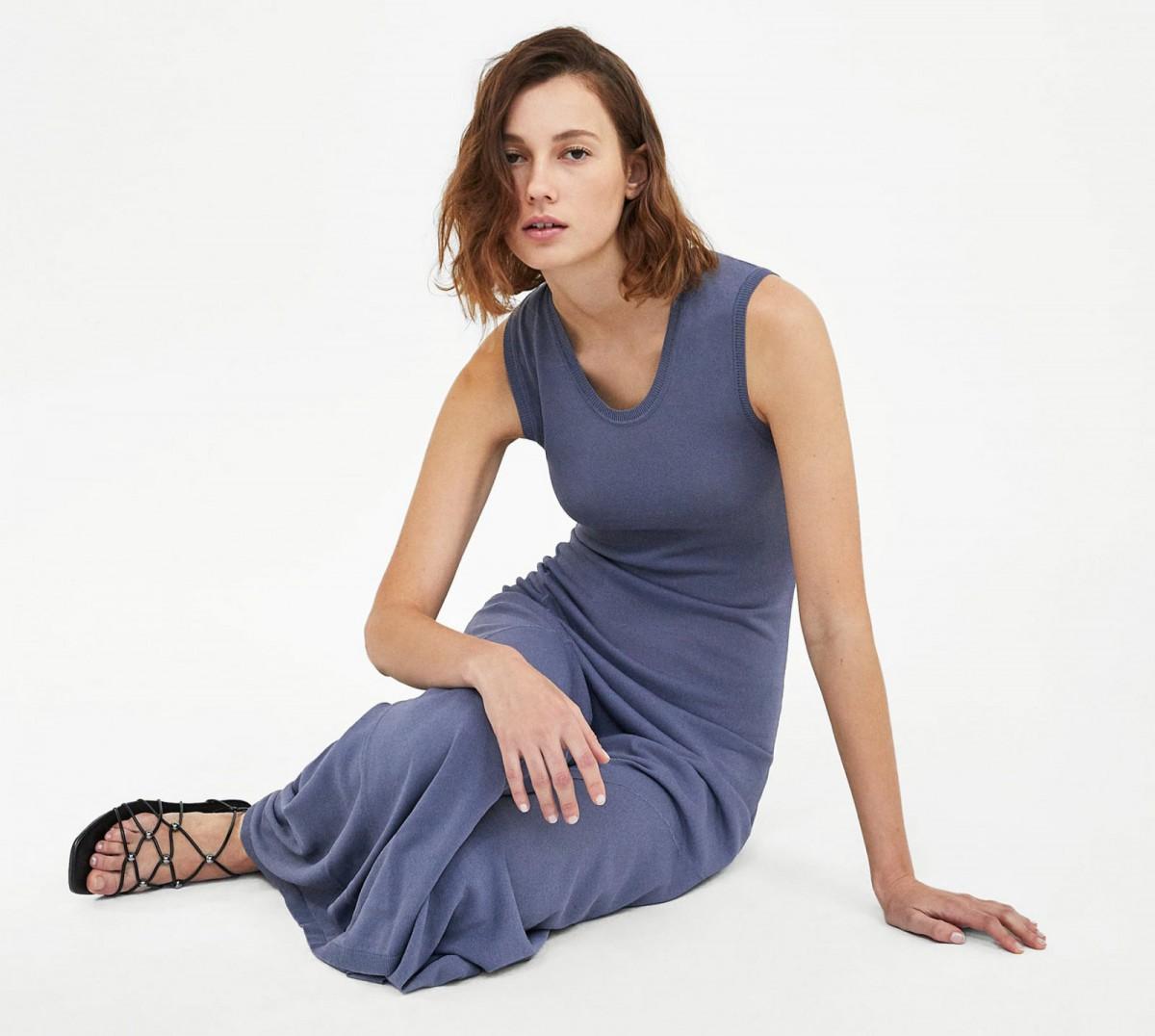 Vestido largo Minimal Collection de Zara, por 39,95 euros.