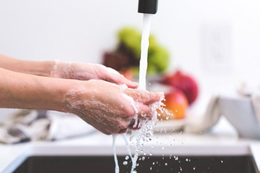 Economizar el uso del agua ayudará al planeta y a nuestros bolsillos.