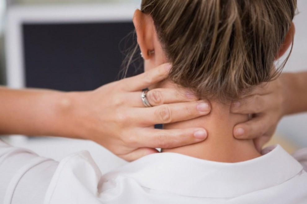 Uno de los síntomas puede ser abultamiento en el cuello, pero hay muchos más.