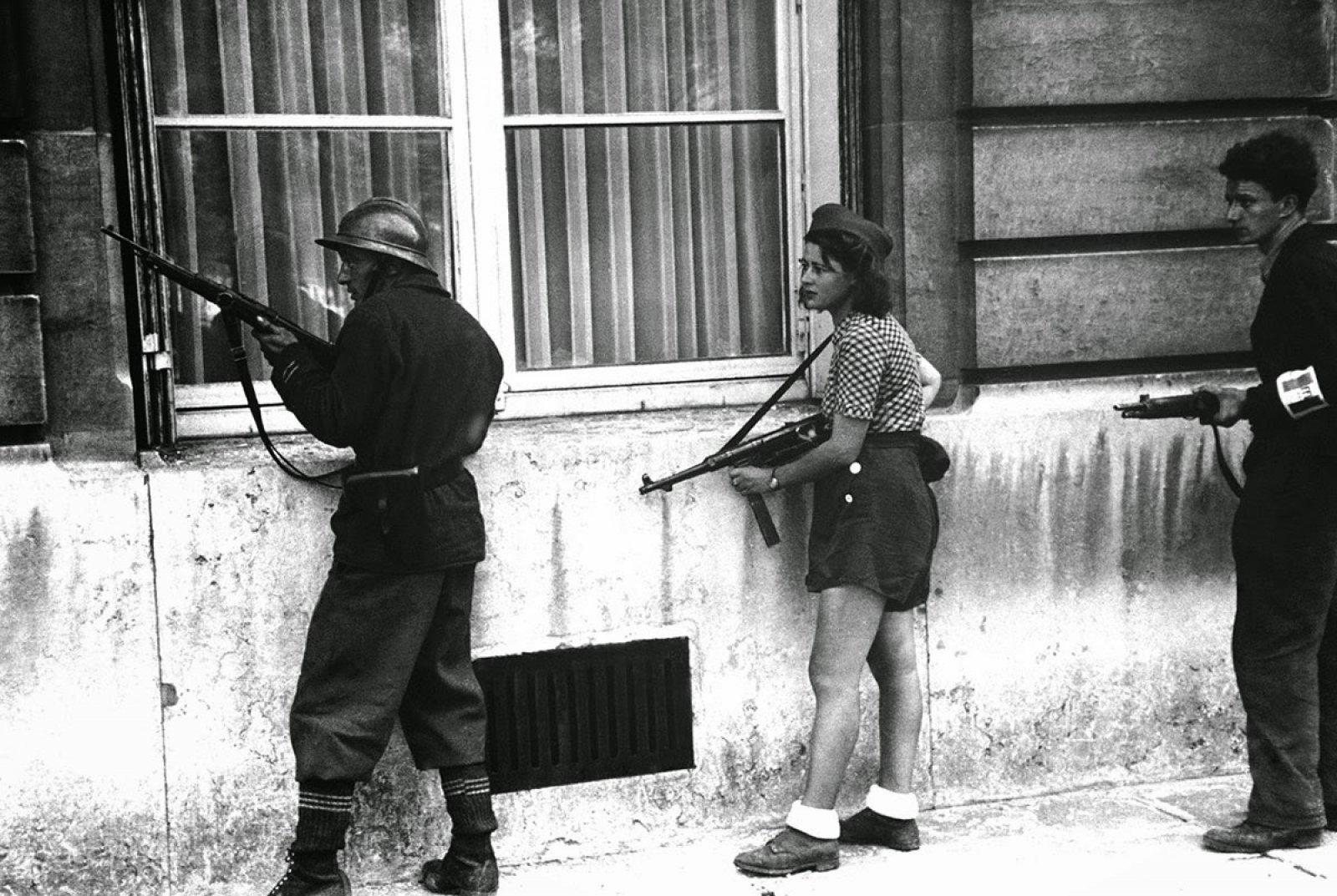 Simone Segouin en plena acción.