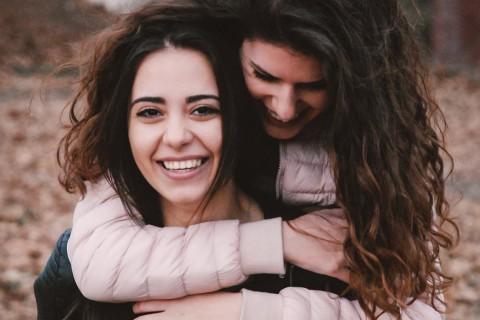 Una forma de agradecer a tu mejor amiga su amistad es decírselo con una frase.