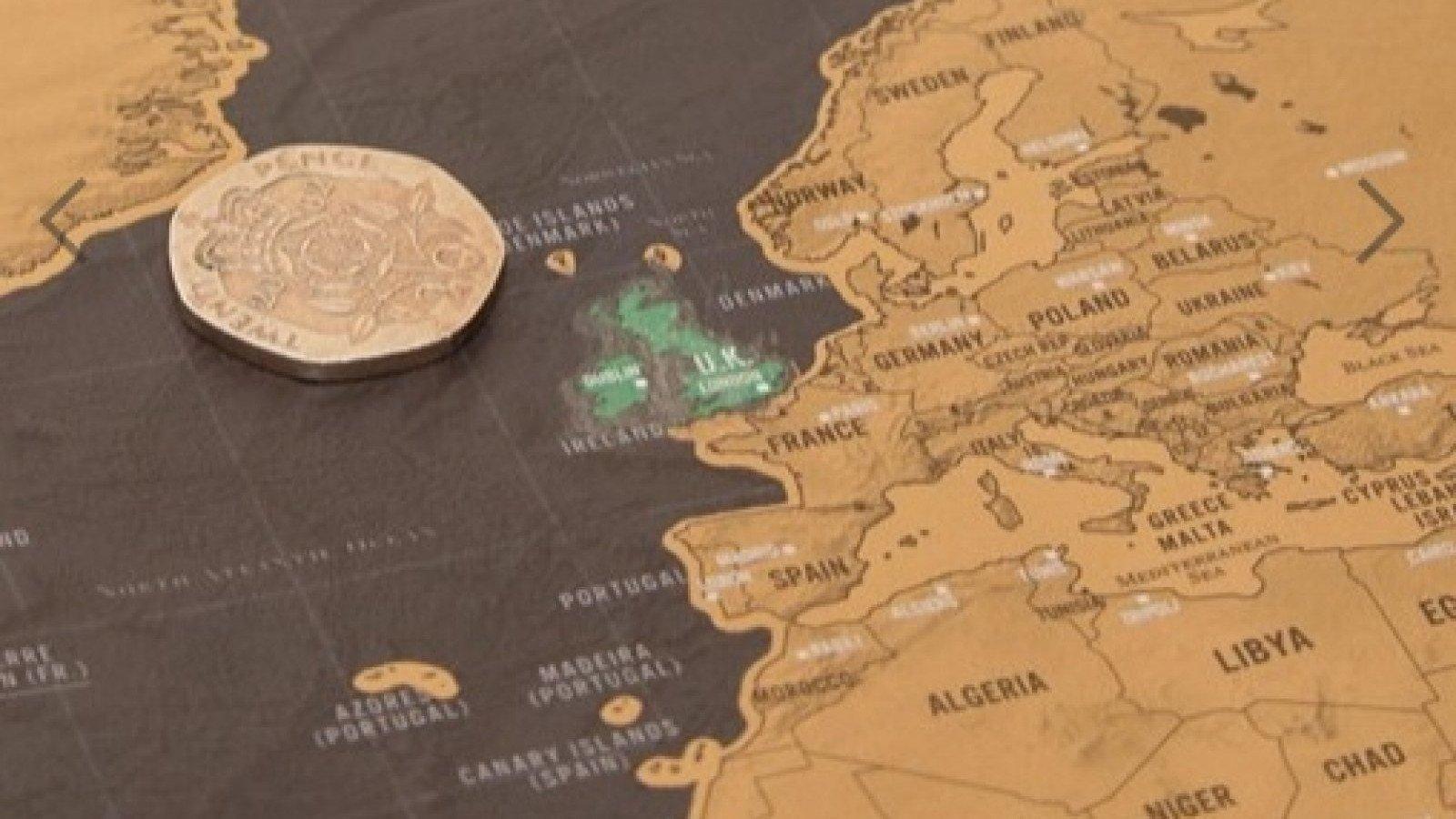 Un mapa mundi para rascar los países visitados es ideal para viajeros.