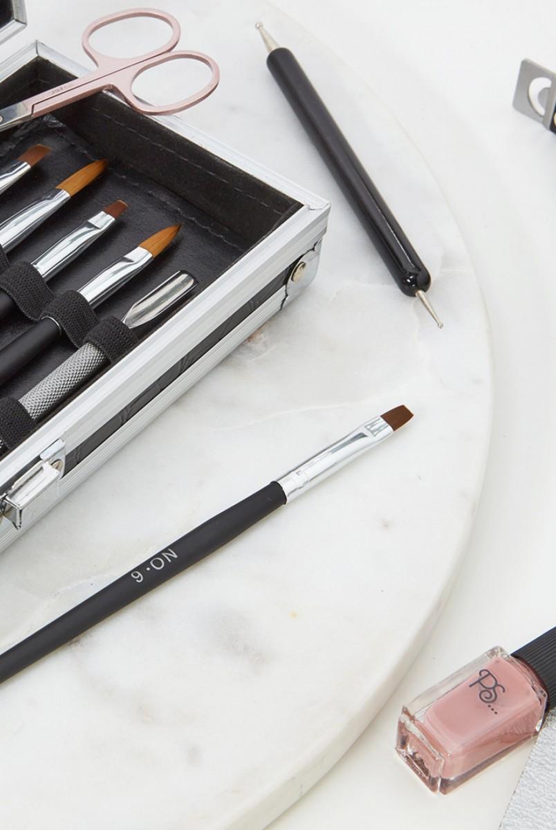 Algunos de los pinceles y utensilios de manicura de Primark