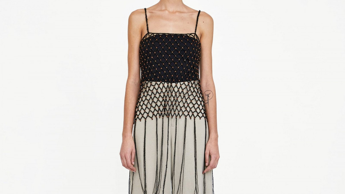 Top tipo red con abalorios y flecos de Zara, por 29,95 euros