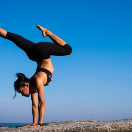 Cada postura tiene sus beneficios para cuerpo y mente.