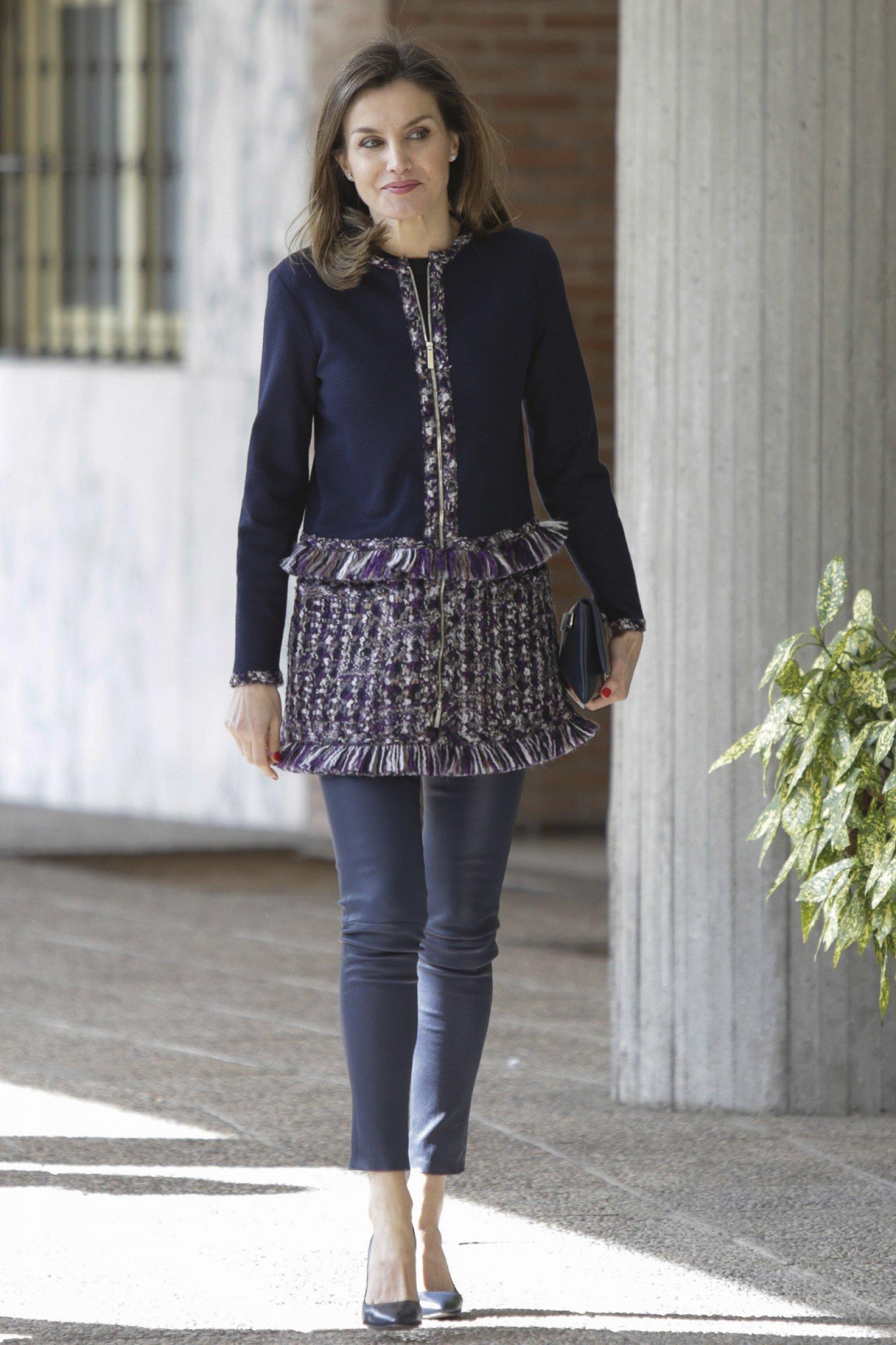 El 'look' completo de la reina Letizia durante la visita a la Fundación Integra en Madrid.