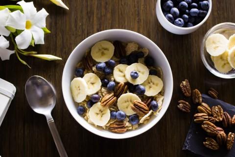 Incluye estos alimentos en tu dieta diaria para aumentar tu consumo de fibra.