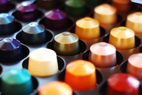 Existen muchos tipos de cápsulas ya sean de marca o compatibles con las cafeteras.