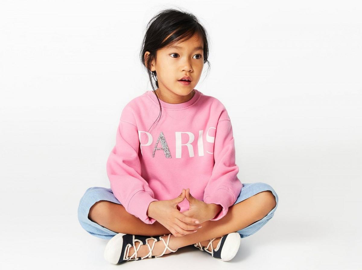 La sudadera rosa 'París' de Zara Kids, por 15,95 euros