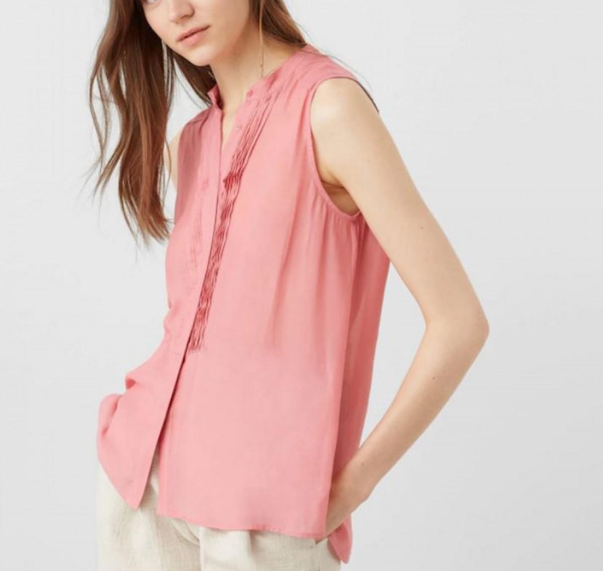 Blusa panel plisado por 5 euros.