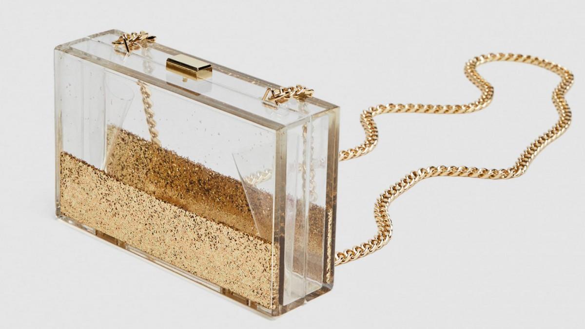 Bolso caja purpurina de Zara, por 25,95 euros