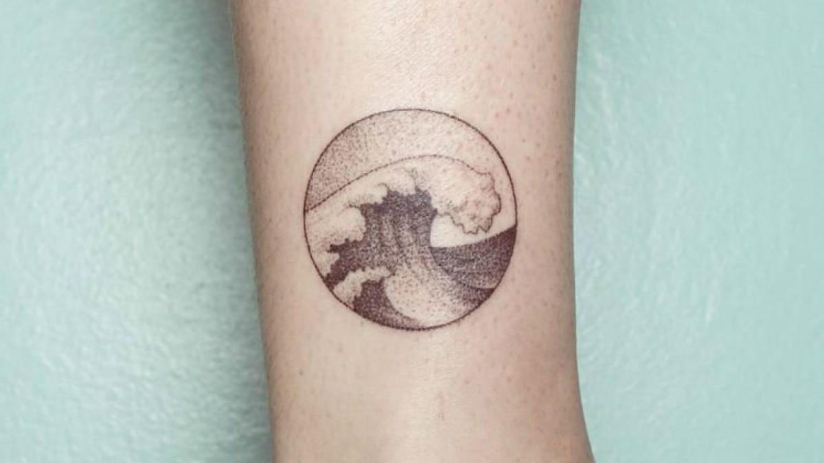 Los tattoos hand poked son similares al estilo puntillista.