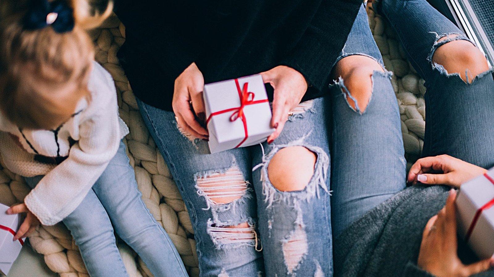 Escoge el regalo que más le pueda gustar a tu madre en este día.