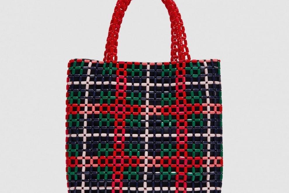 Bolso 'shopper' abalorios de Zara, por 35,95 euros