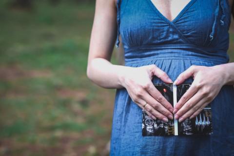 Los conocidos como vientres de alquiler son una alternativa a la adopción.
