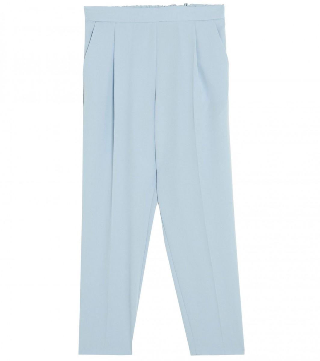 Pantalón jogging básico en color azul pastel de Pull&Bear, por 17,99 euros.