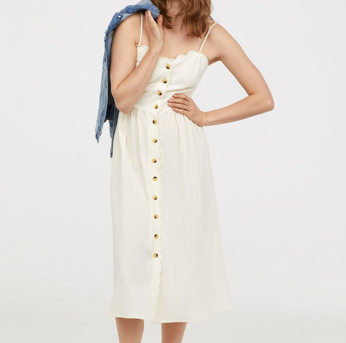 Vestido 'midi' de botones de H&M, por 39,99 euros.