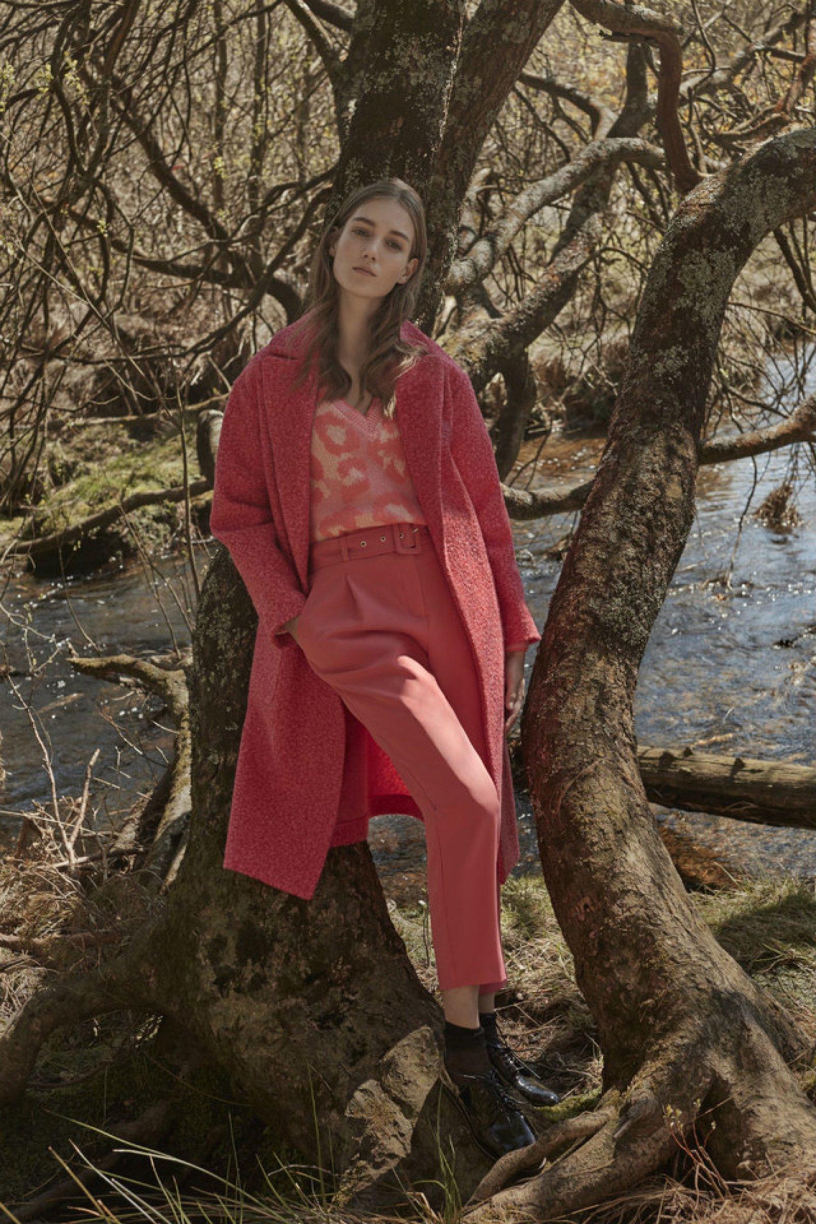 El 'look' de la colección otño-invierno de Primark con un pantalón rosa