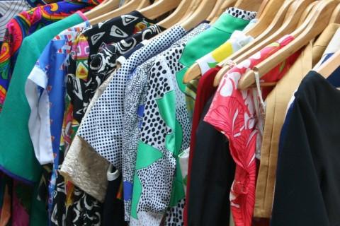 La humedad en los armarios deja un olor desagradable en nuestra ropa.