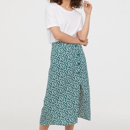 Falda de crepé floral en verde y blanco de H&M, por 29,99 euros.