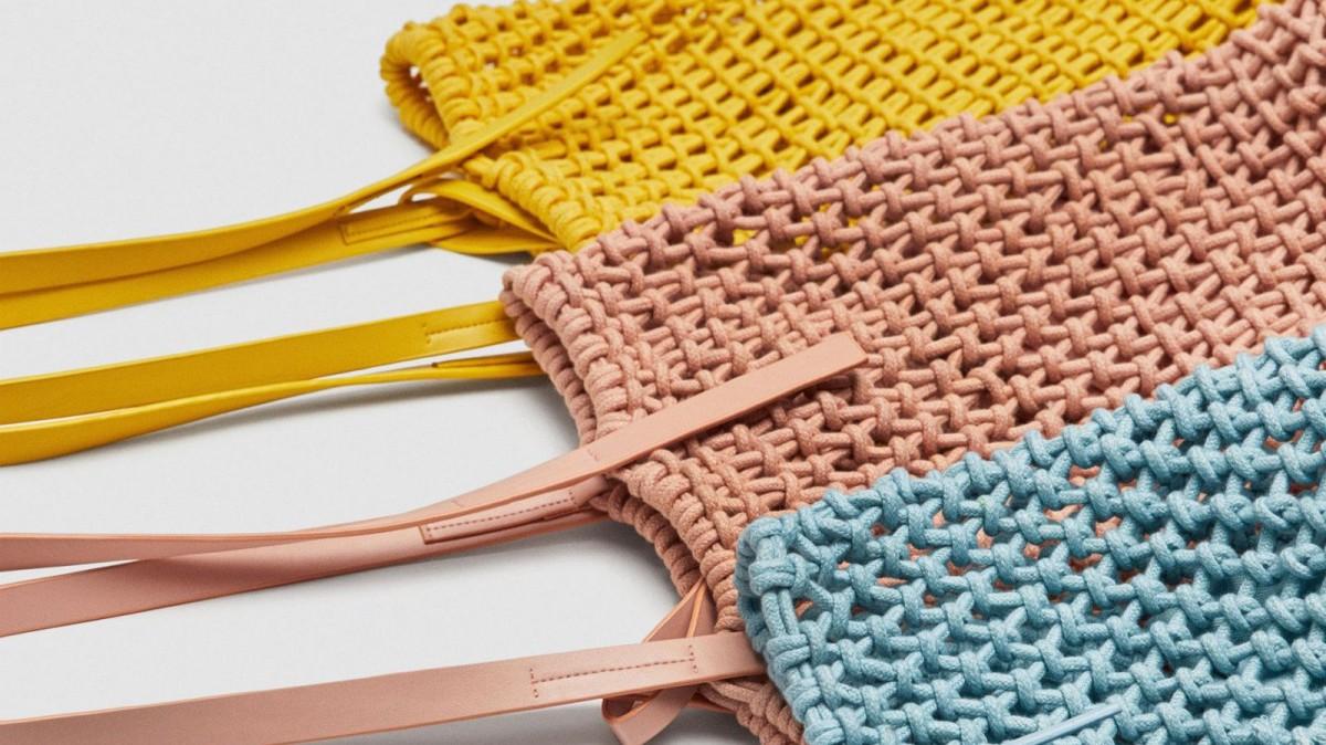 Shopper Tejido Nudos de Zara en 4 colores por 25,95 euros.