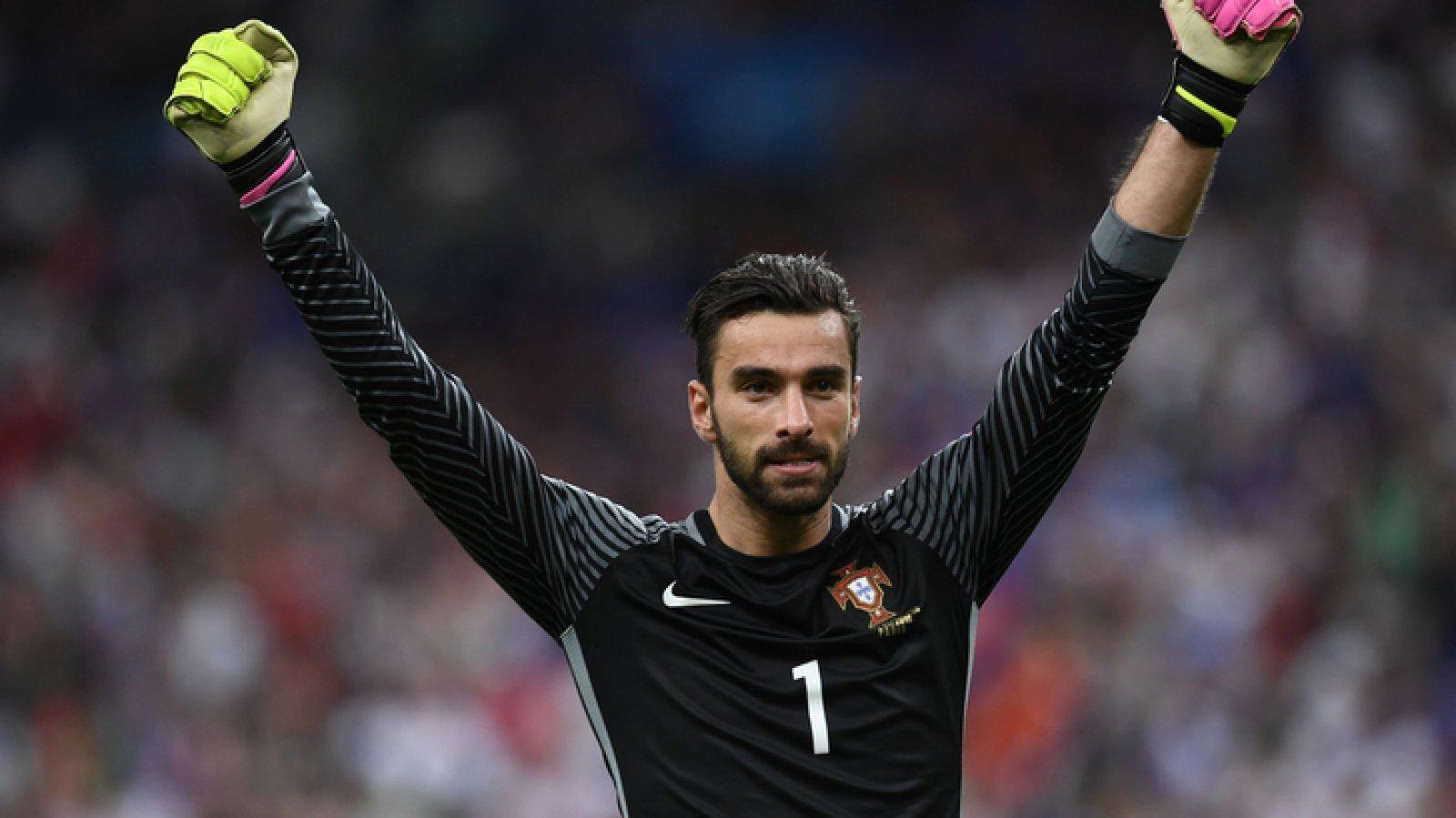 Otro moreno con barba de la selección de Portugal que enamora.