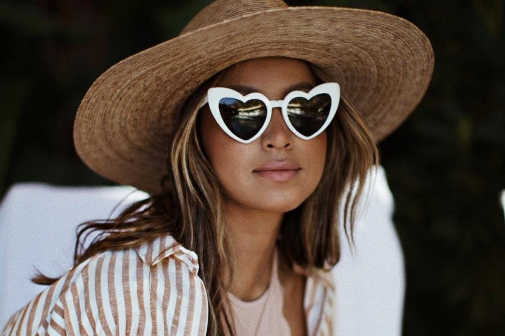 Las gafas de sol en forma de corazón de Saint Laurent, las favoritas de muchas 'ir girls' este verano