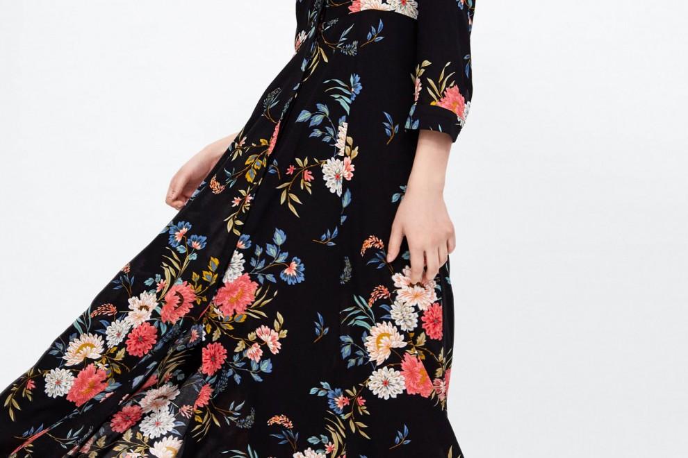Vestido largo estampado floral de Zara por 39,95 euros.