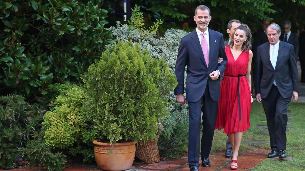 Los Reyes de España a su llegada a la entrega de premios de la Fundación Princesa de Girona