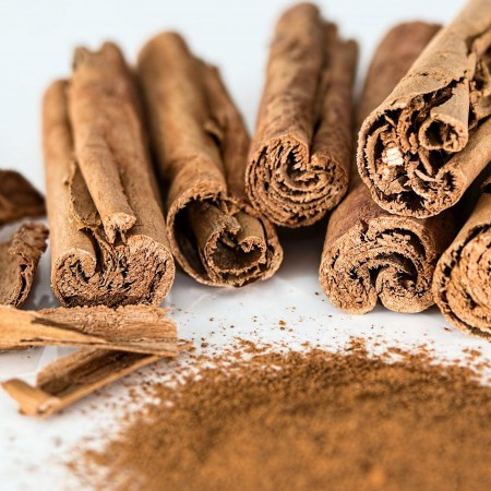 La canela aporta mucho aroma a los platos, pero también muchos beneficios saludables.