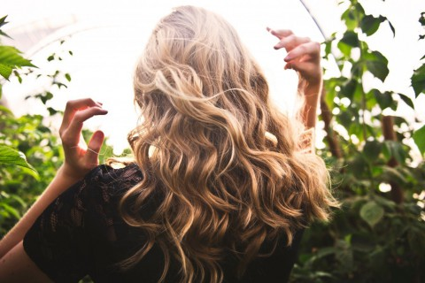 Las ondas surferas o beach waves son un look perfecto para lucir en verano.