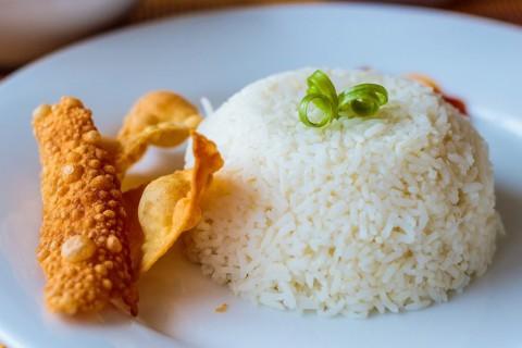 El arroz blanco es fácil de preparar, pero tiene sus trucos para un resultado perfecto.
