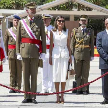 El rey Felipe VI junto a la reina Letizia la entrega de los Reales Despachos en la Academia Central de la Defensa