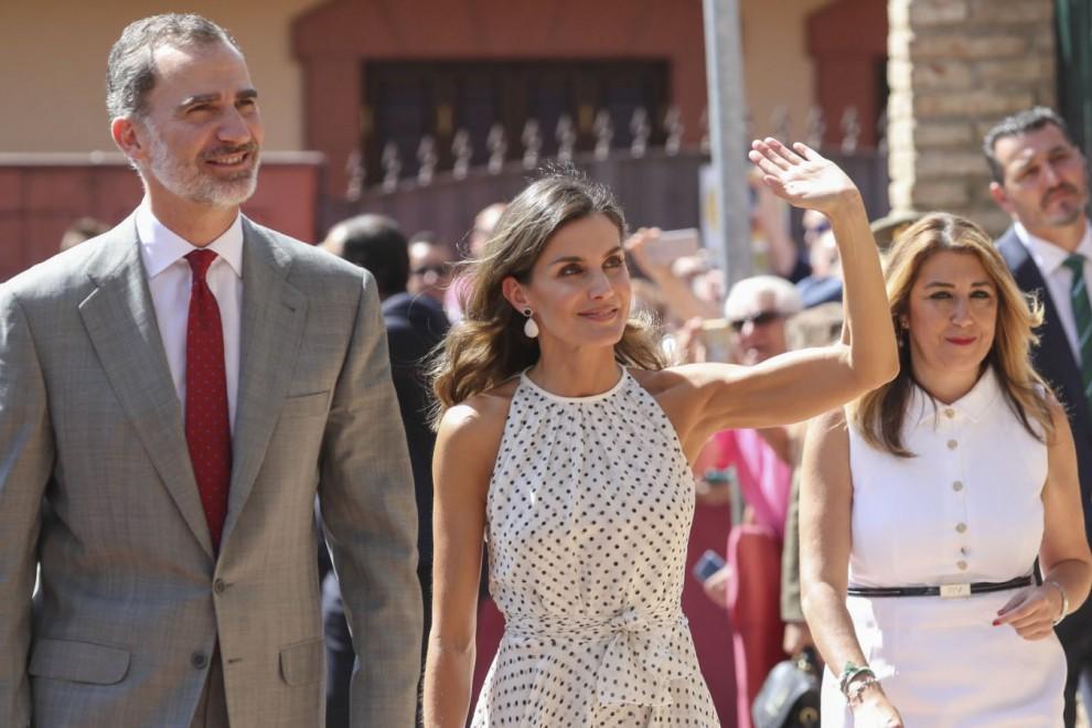 Los Reyes de España a su llegada al Ayuntamiento de Bailén