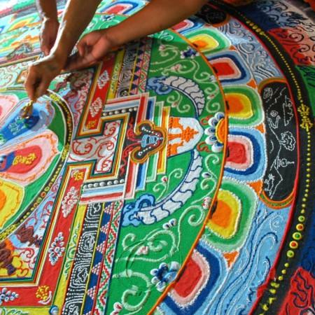 Los mandalas son preciosos dibujos de color con distintas formas geométricas.