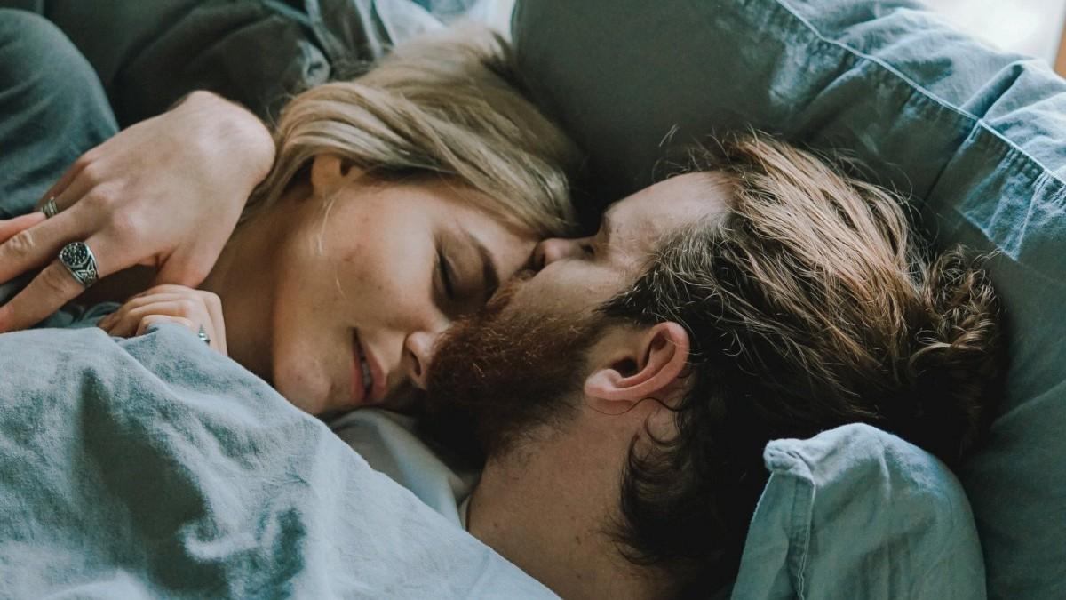 Dile que le quieres con una bonita frase para desear las buenas noches.