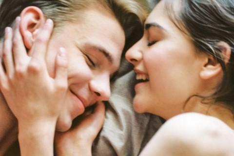 Formas románticas y diferentes de dar las buenas noches a tu pareja.
