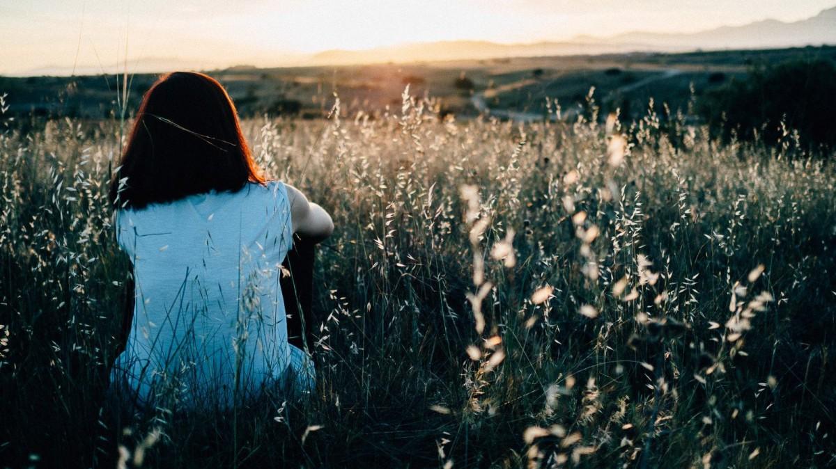 La soledad puede ser una oportunidad para reflexionar sobre una misma.