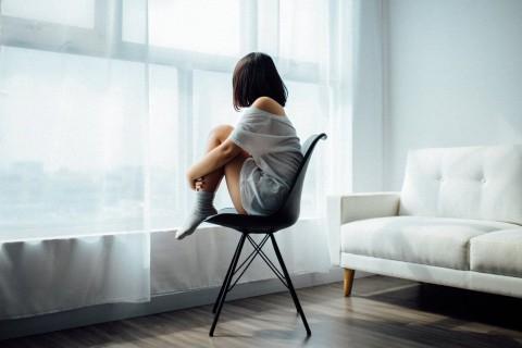 Estas frases expresan el sentimiento de soledad y tristeza que a veces nos invade.