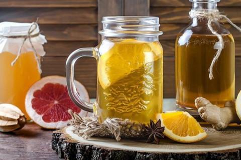 La kombucha es un tipo de té fermentado, que se puede elaborar en casa.