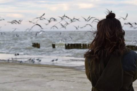 Echar de menos es un sentimiento natural cuando nos falta alguien importante.