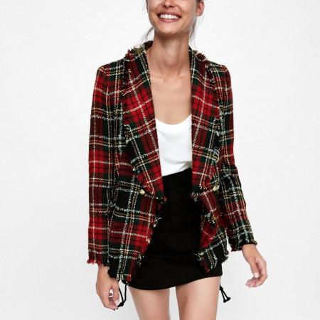 Blazer Tweed Cuadros de Zara, por 75,95 euros.