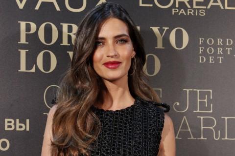Sara Carbonero en el photocall de los desfiles de la Madrid Fashion Week