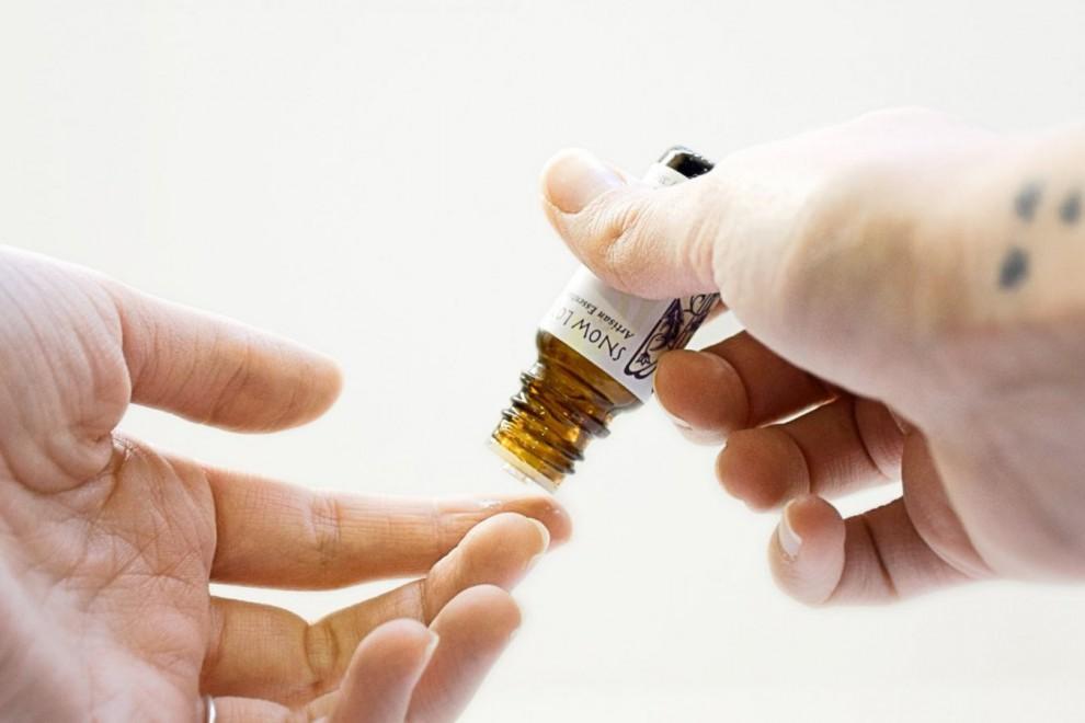 Los aceites esenciales tienen propiedades medicinales beneficiosas.