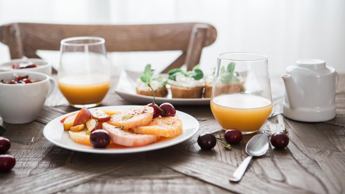 Un desayuno saludable pero completo te ayudará a empezar bien el día.