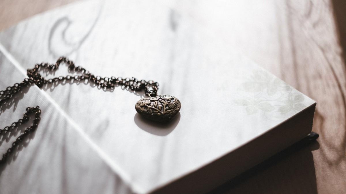 Los versos de amor son para dedicar y expresar nuestro amor a la persona amada.